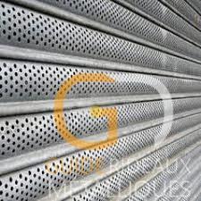 rideau métallique à lames micro-perforées